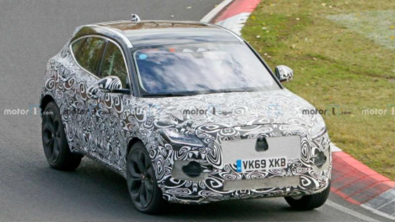 jaguar-e-pace-facelift-spied-nurburgring (5).jpg