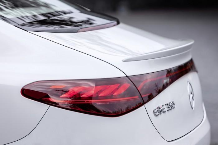 2022-Mercedes-Benz-EQE-40