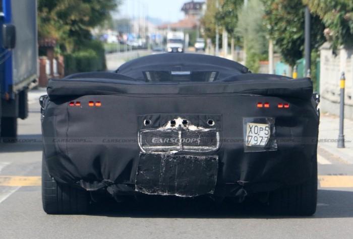 한정판으로 나올 새로운 페라리 V12 하이퍼카 스파이샷